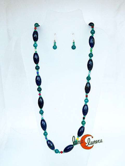 5a83e1625526 Collar largo con piedras azules y verdes.