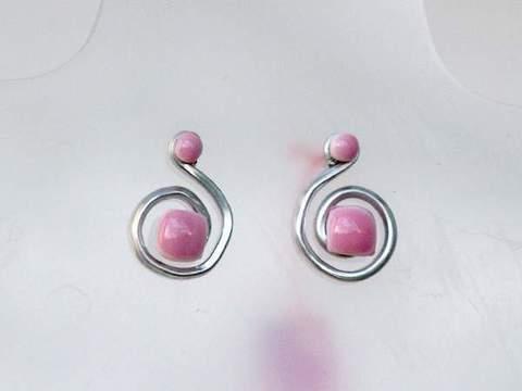 96e868a96136 Pendientes de alambre de aluminio en espiral con forma de ese
